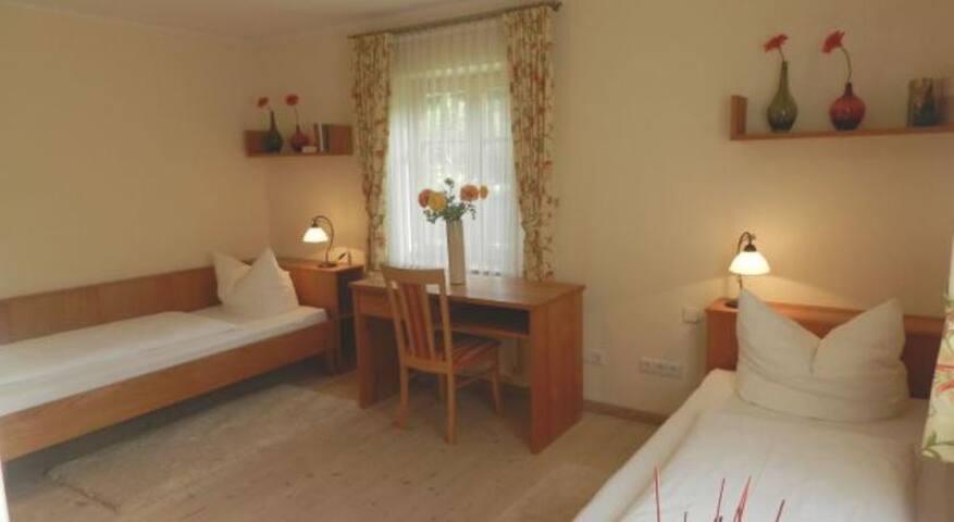 Appartement 1 - Schlafzimmer mit getrennten Betten