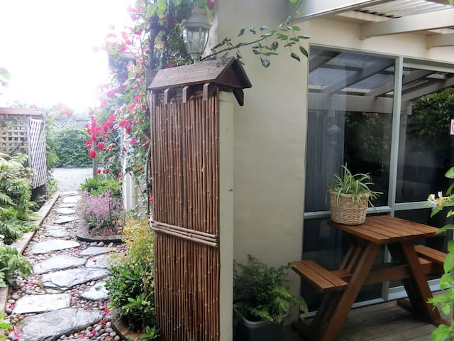 Keiko's Cottages-Rose Cottage