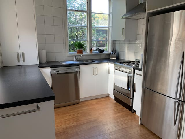 Kirkwood Cottage - Netflix, Wifi, near Queens Park