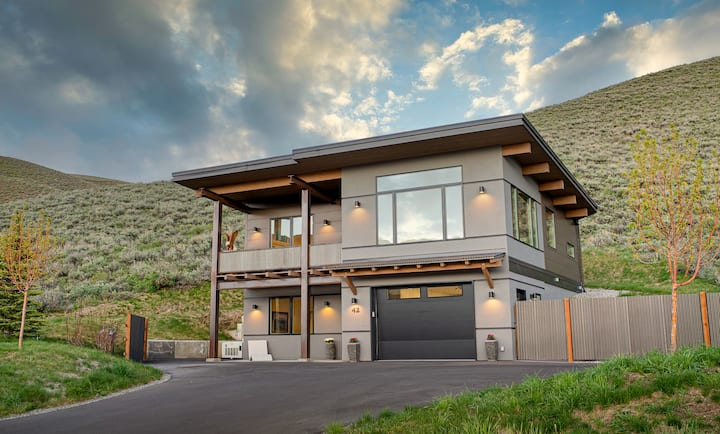 Modern Mountain Gem with panoramic mountain views