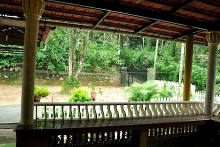 Rainbow Holiday Home - Kalpetta - Hus