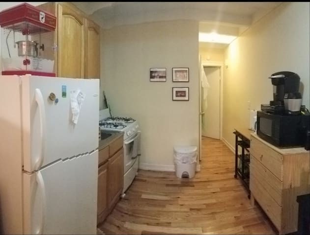 LOVELY APT IN MANHATTAN! 1 block from the subway!