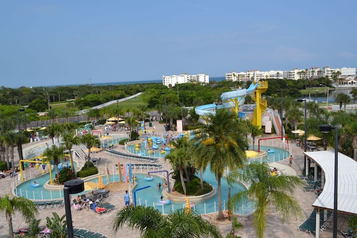 Family fun resort!Quick walk/shuttle ride to beach