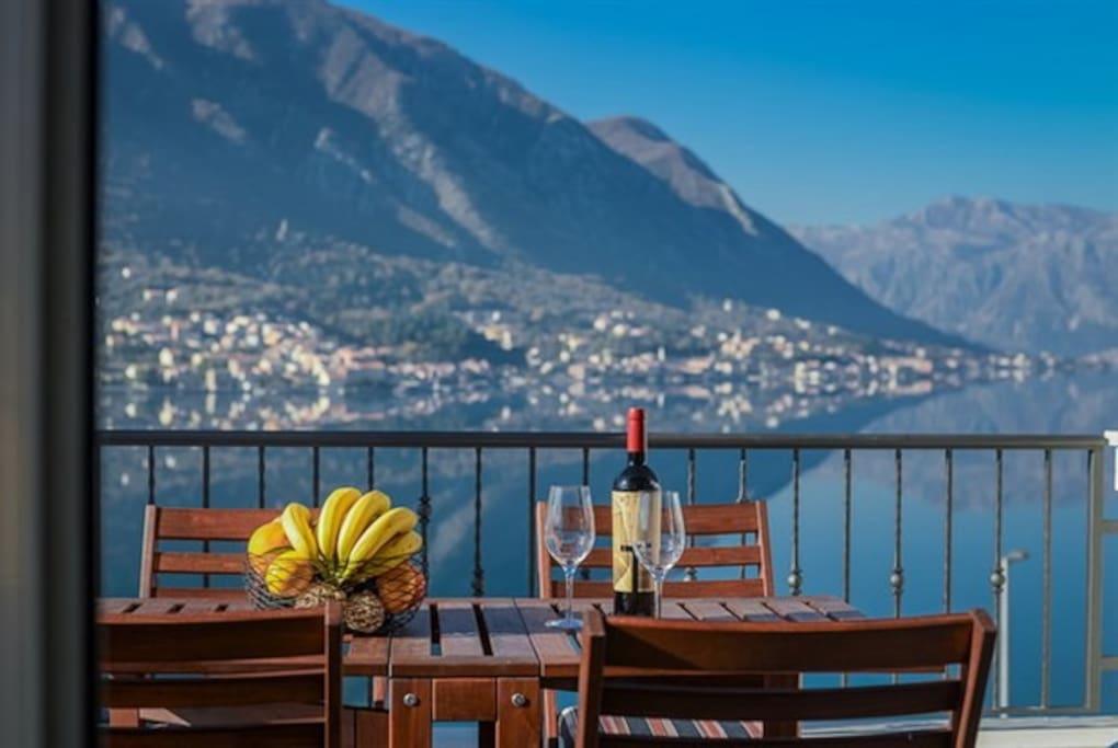 Villa Rossa, Kotor bay