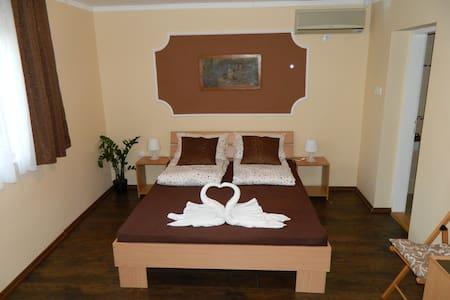 Villa Sunset - dvokrevetna soba sa bracnim lezajem - Palić