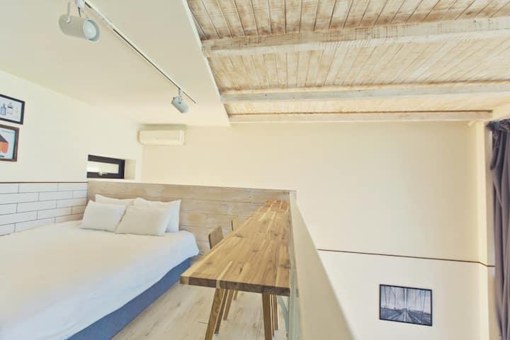 천장이 높아 하늘까지 보여 마음이 탁트이는 공간, 여유를 만끽할 수 있는 C_202 객실