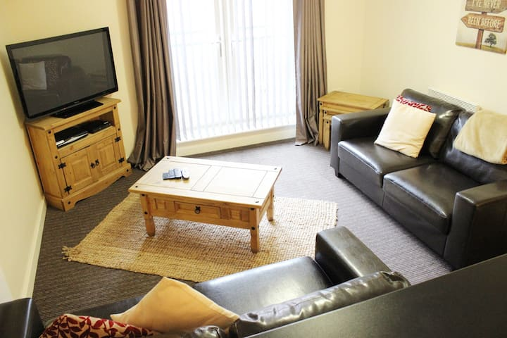 Modern, Clean & Cosy flat 1 mile from city centre
