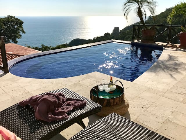 Villa Suspiro with a Stunning View of the Pacific