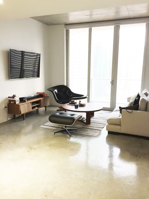 Beautifully furnished by designer !