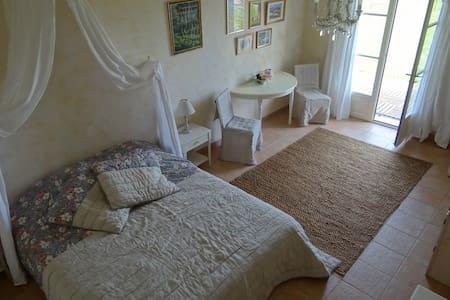 Chambre d'hôte à Limeuil - Limeuil - ที่พักพร้อมอาหารเช้า
