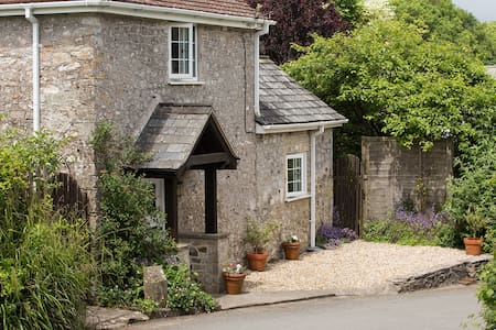 Lidyates Cottage - near Lyme Regis & River cottage