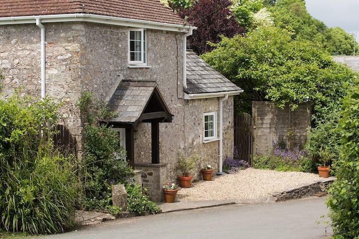 Lidyates Cottage - near Lyme Regis & River cottage