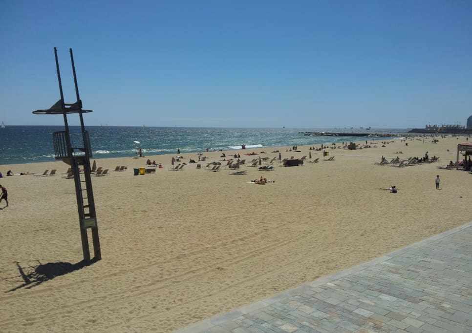 Bogatell beach (5 min)