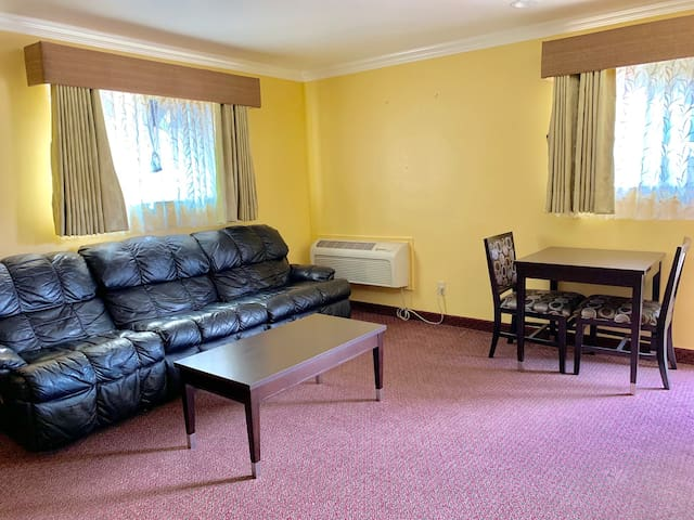 Olive Tree Inn and Suites, 2 Bedroom Suite 1Q/1Q