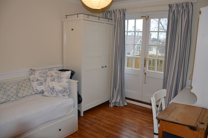 Cosy room in friendly Essex house  - Newport - Ev