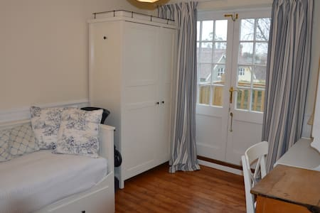 Cosy room in friendly Essex house  - Newport - Ház