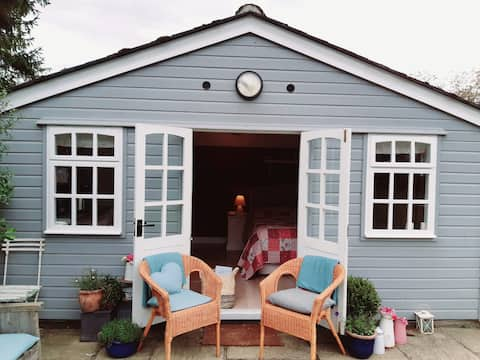 Cosy Cabin in Beautiful Grounds Near Lewes