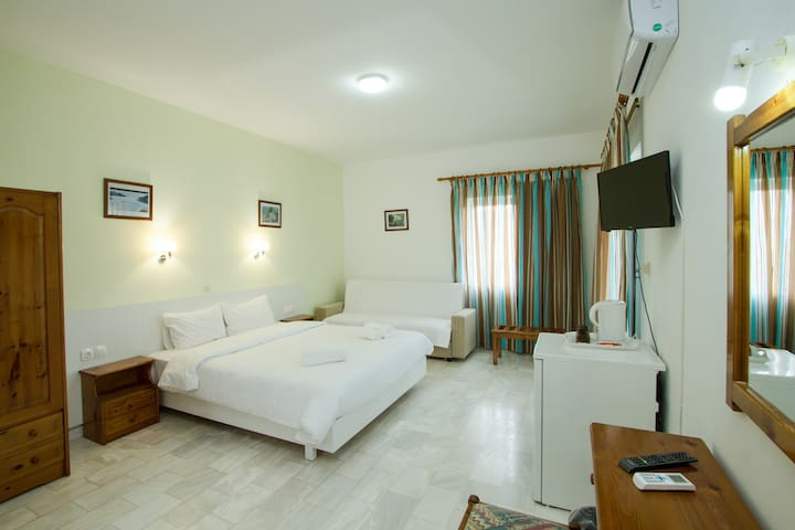 Kissamos on a Budget, Comfy Bed & Great Location