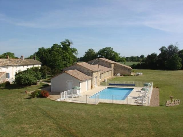 Cottage, heated swimming pool, spa - Saint-Vincent-la-Châtre - Hus