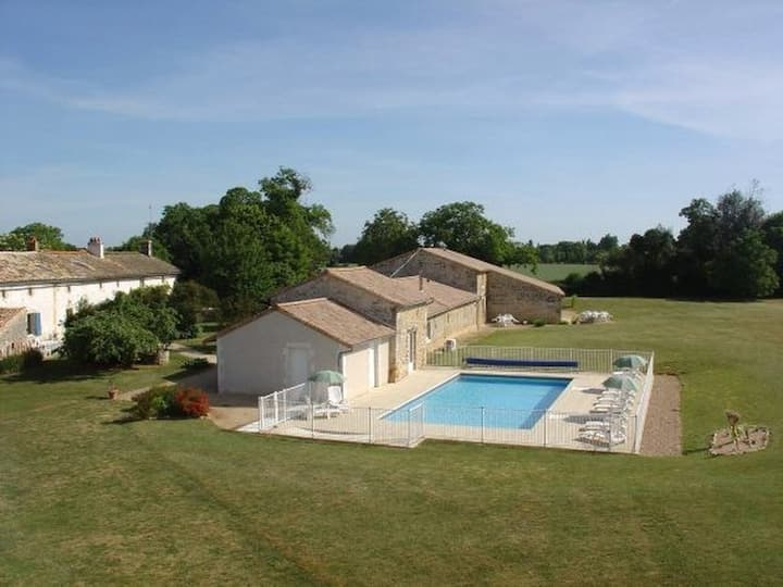 Cottage, heated swimming pool, spa