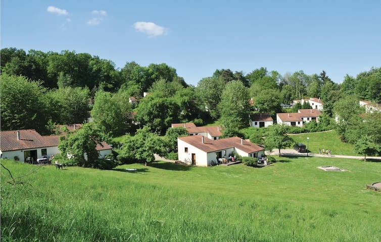 Holiday cottage with 3 bedrooms on 42m² in Virton