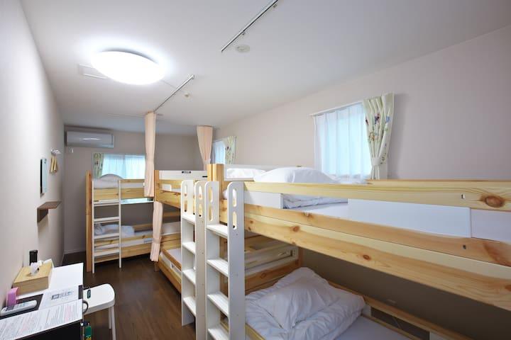 姫路城から徒歩約10分 5~6名様用個室 家族経営のアットホームな雰囲気です