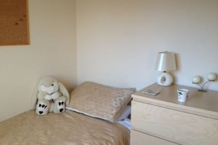 Haven of Peace - Sunny Single Room - Burntwood - Haus