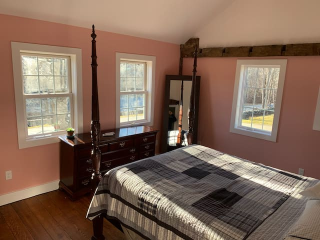 The Cozy Inn of Connecticut - Pink Room
