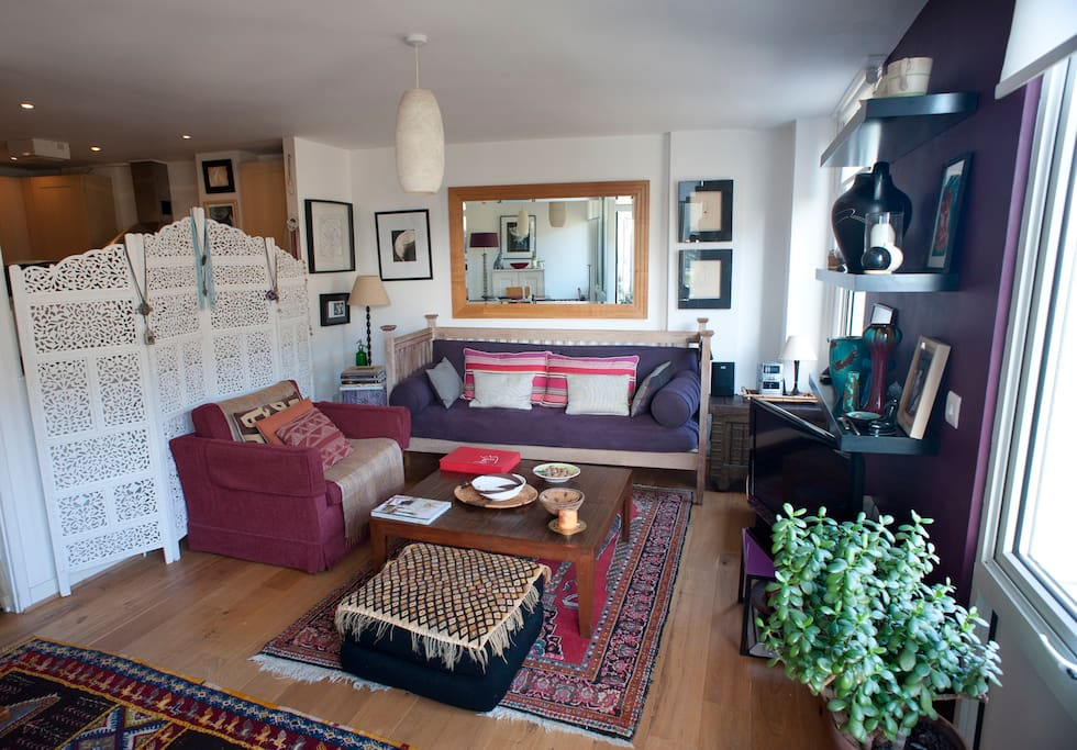 Attractively furnished sitting room