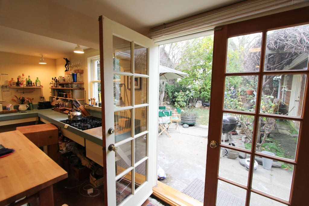 Large One Bedroom Flat Garden Apartments For Rent In Berkeley California United States