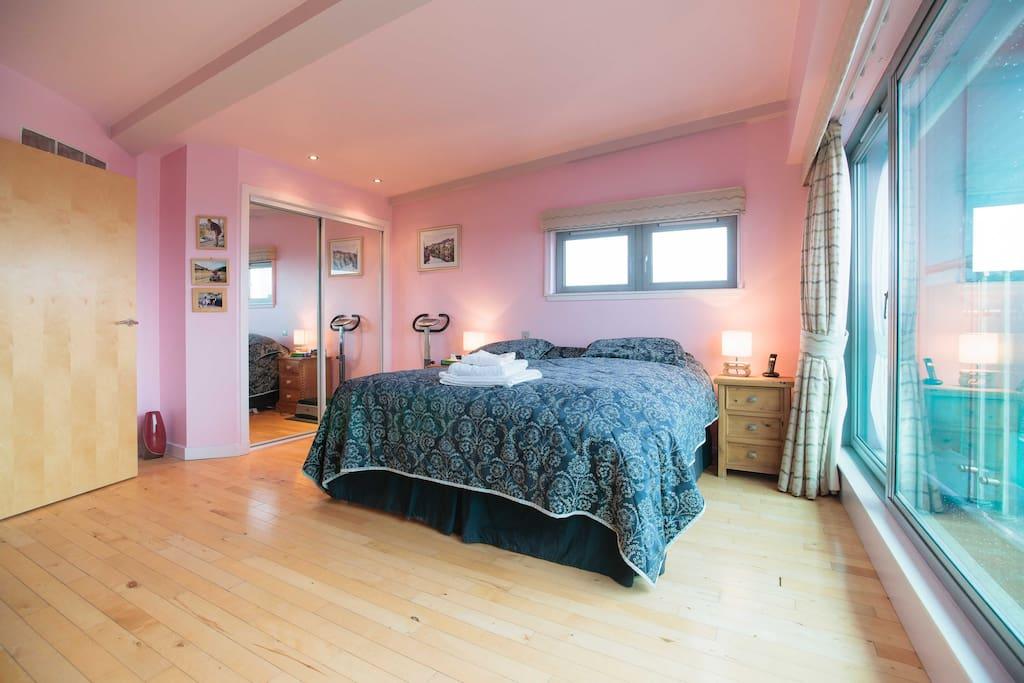 Master bedroom. View on the river Clyde. Shower en-suite.