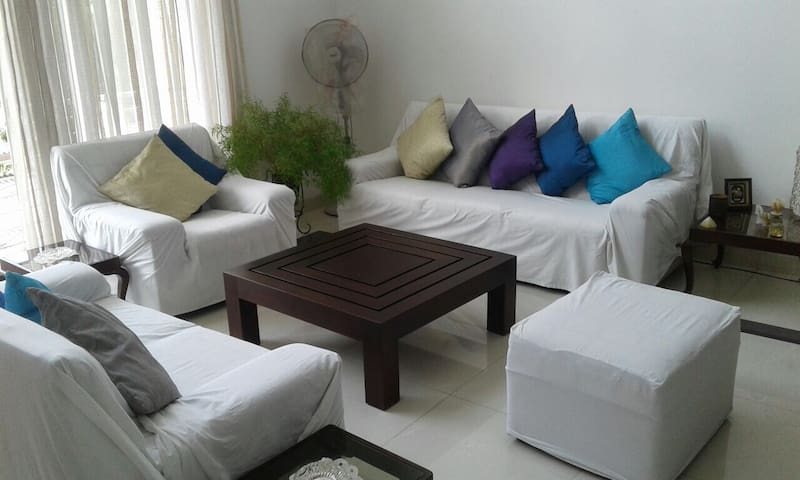 Bright and Spacious En-suit Double Room with AC - Colombo - Casa
