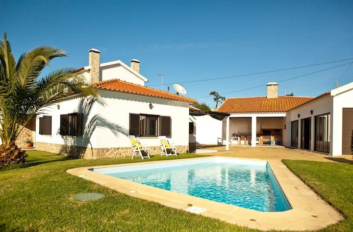Spacious and family friendly villa at Lisbon coast