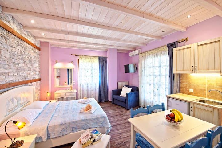Superior Suite Up to 3 ( 25 sq.m.)