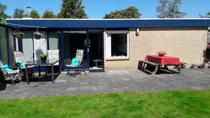 Luxe vrijstaande bungalow met afgesloten tuin.