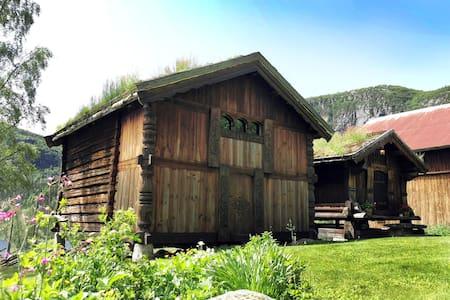 Stabbur i flott fjellområde, Øvre Birtedalen