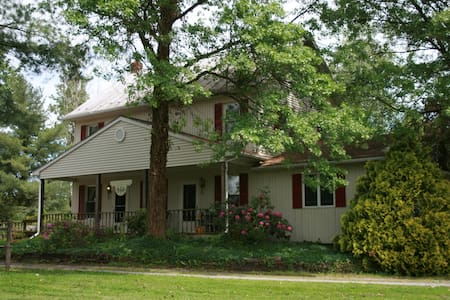 Dancing Bear Farm - Lewisburg - Bed & Breakfast