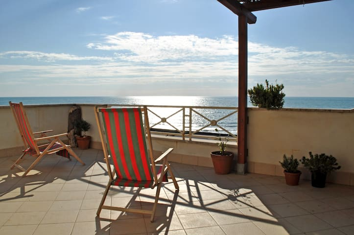 Penthouse on the sea of Rome - Torvaianica - Byt