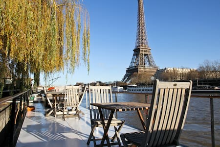 Charming Eiffel Tower Houseboat - París