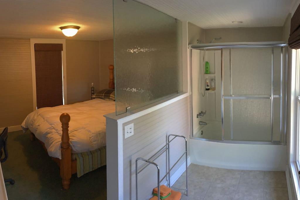 Bathroom alcove