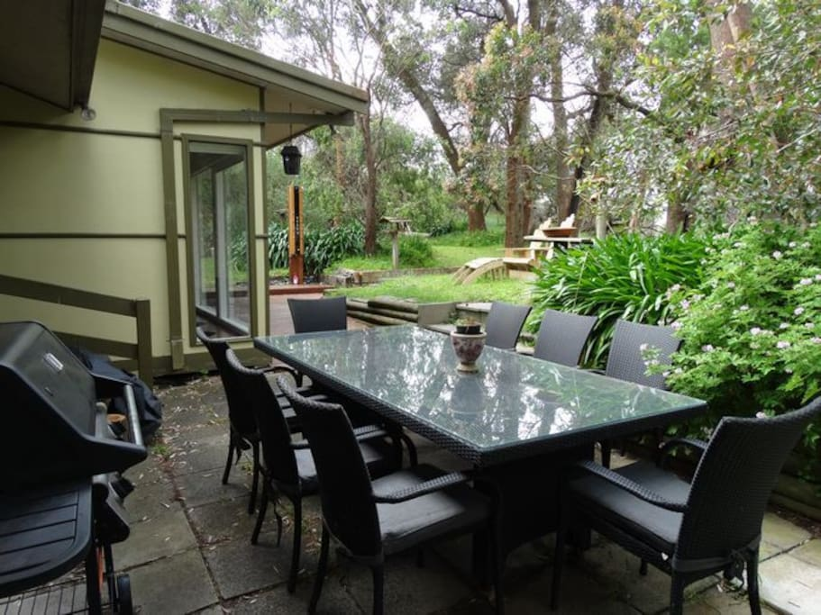 Dine with the flora and fauna in the backyard