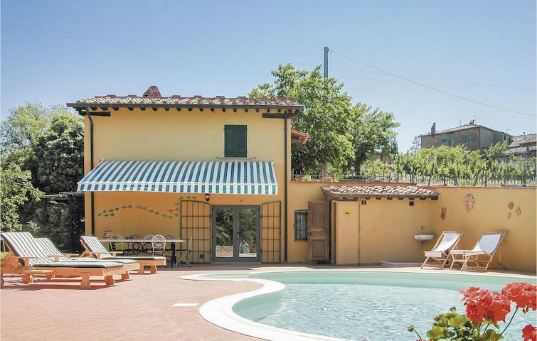Holiday cottage with 2 bedrooms on 80m² in Monte San Savino AR
