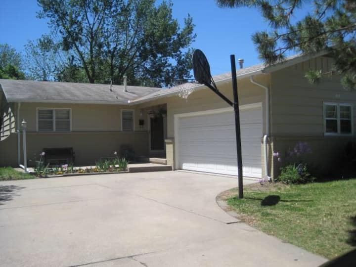 East Wichita 3 bedroom home in ideal location!