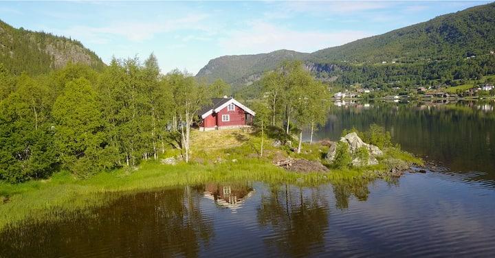 Hytte ved vannet i Hol, nær Geilo