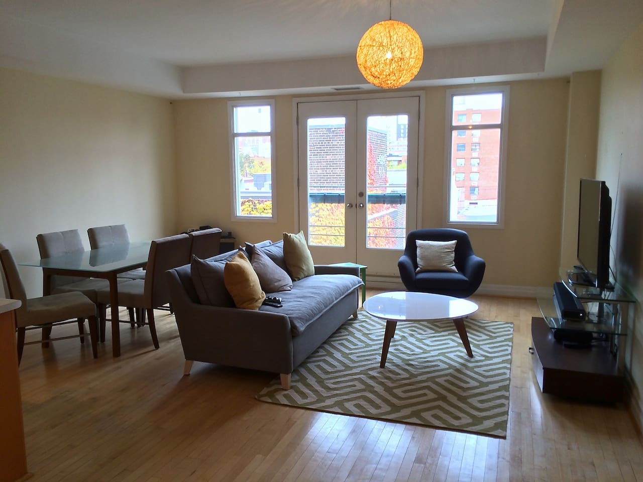 Comfy first floor with soaring ceilings