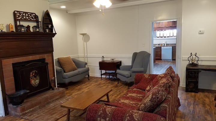 Spacious Senoia vintage retreat.