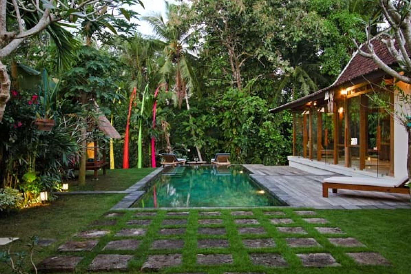 Central outdoor area with 10m pool.