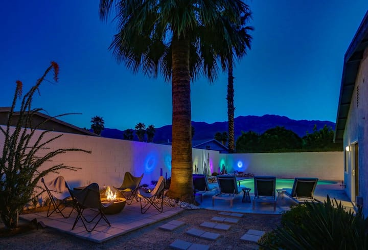 Modern gem w/ private pool/hot tub, outdoor dining & great location - dogs OK!