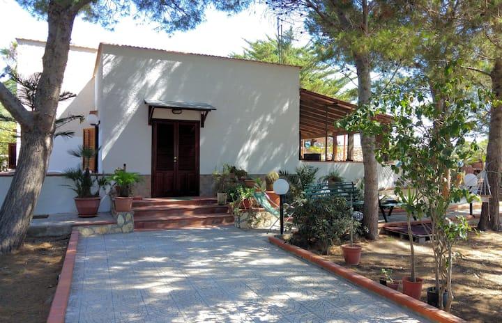 Villa Calamoni facing the sea in Favignana