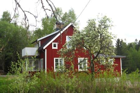 Newly renovated charming cottage in Dalsland. - Östra Sjögar - Blockhütte